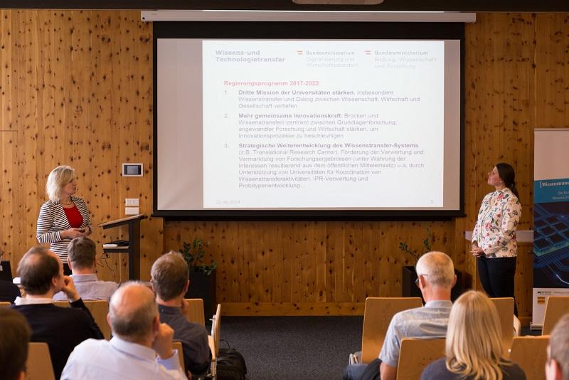 Daniela Kopriva-Urbas (BMBWF) und Sabine Matzinger (BMDW) gaben einen Ausblick zum Wissens- und Technologietransfer in Österreich.